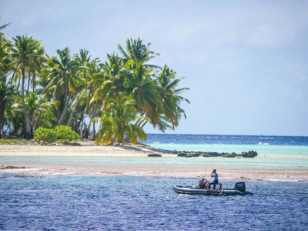 zeppelin Tara atoll